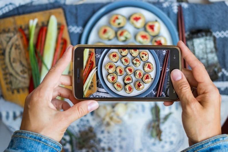 Im więcej obserwatorów masz na Instagramie, tym więcej zjesz sushi