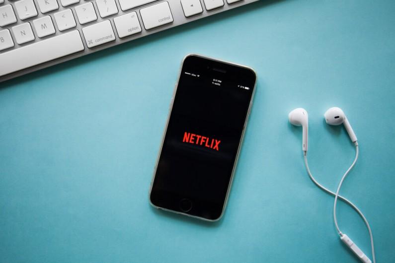 Możesz już pochwalić się za pomocą Instagram Stories tym, co oglądasz na Netflixie