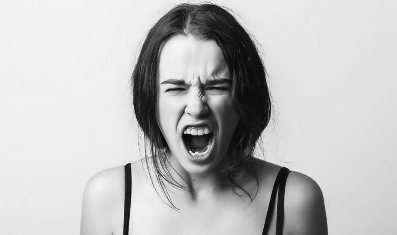 Dlaczego hejtujemy i posługujemy się mową nienawiści w social media?