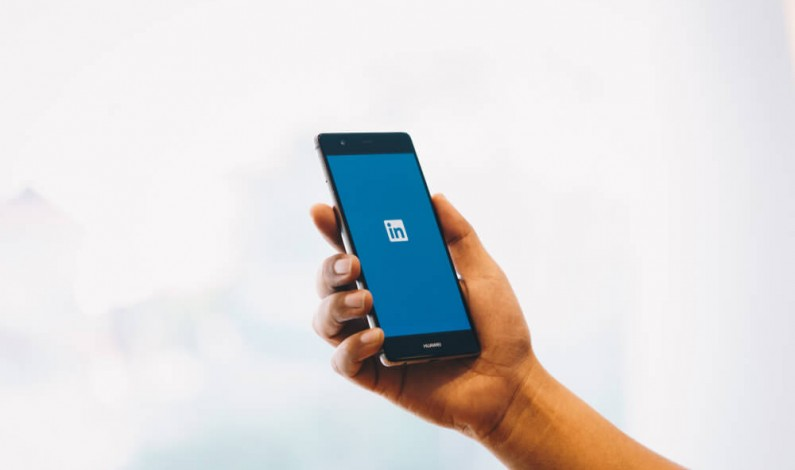 Możesz już oznaczać użytkowników na zdjęciach na LinkedIn