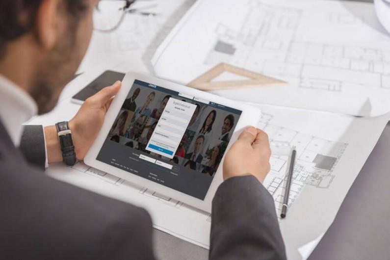 LinkedIn zachęca do tworzenia sieci znajomości w serwisie