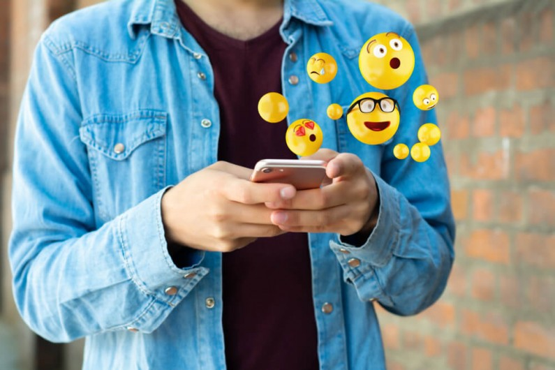 Facebook zakazuje używania emoji w kontekście seksualnym