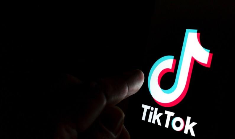 TikTok również dołącza do grona aplikacji z ciemnym trybem