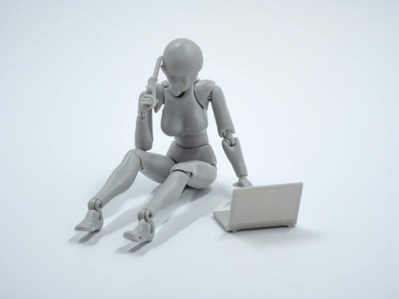 Sztuczna inteligencja pozwoli zwalczyć hejt i nadużycia w internecie