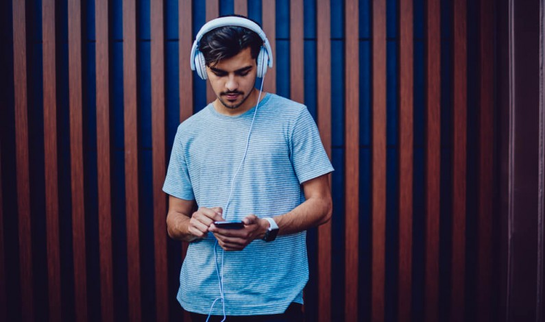 LinkedIn udostępnia własne playlisty na Spotify