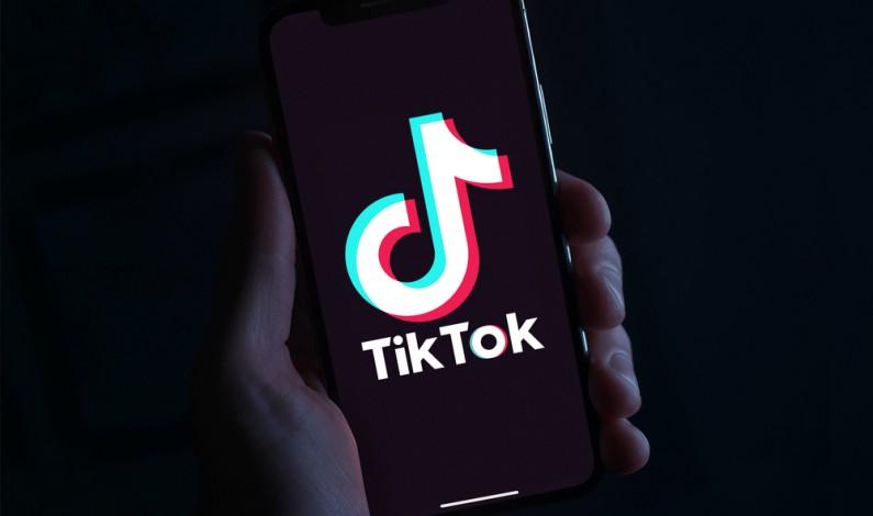 Ministerstwo Cyfryzacji zaprzecza pracom nad przepisami ograniczającymi TikToka i AliExpress