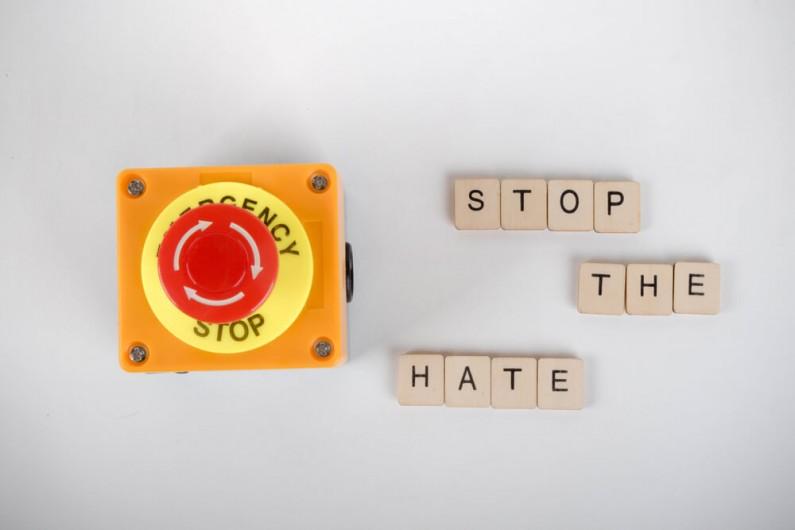 Artyści i celebryci walczą z mową nienawiści na Facebooku i Instagramie