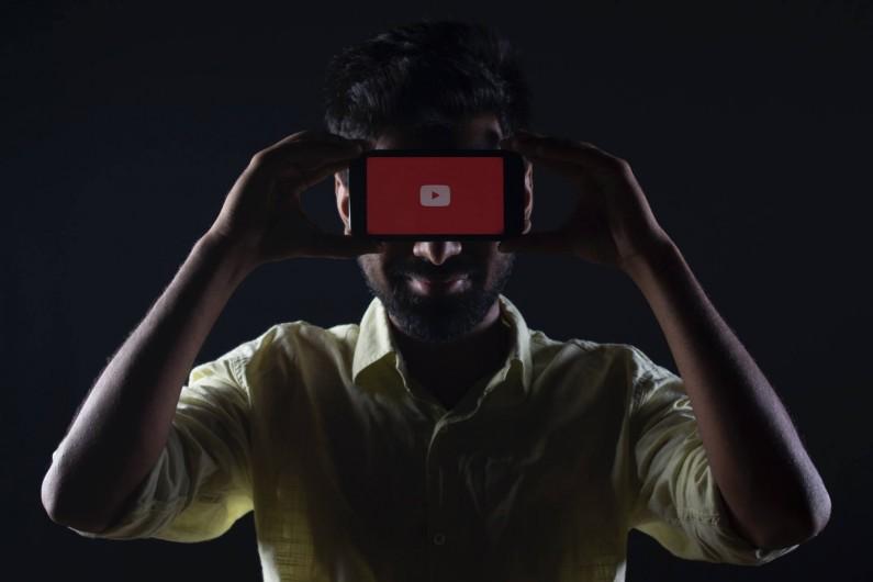 Były moderator YouTube złożył pozew przeciwko platformie