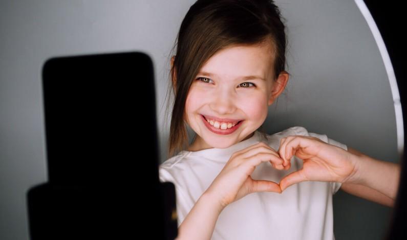 Nowe prawo we Francji chroni nieletnich influencerów