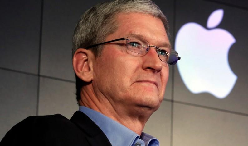 Prezes Apple skrytykował praktyki Facebooka i innych firm technologicznych