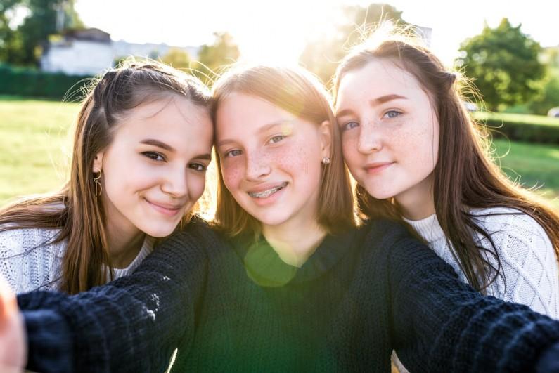 Youtuberka, instagramerka oraz tiktokerka. Co chciałyby zawodowo robić polskie nastolatki?