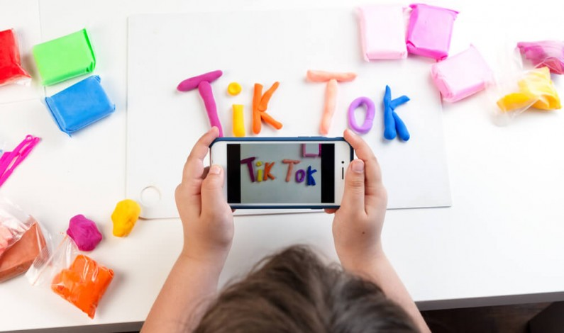 TikTok dodaje przewodniki dla rodziców, aby lepiej chronić dzieci w obrębie aplikacji