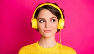 Pokolenie Z i Millenialsi coraz częściej poszukują treści audio