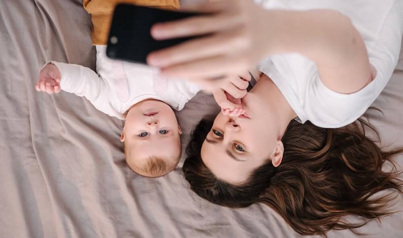 Dzieci i rodzice w sieci, czyli sharenting. Kto bywa większym zagrożeniem – dziecko dla siebie i innych czy rodzic dla dziecka?