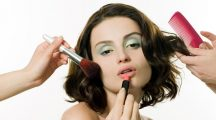 Young woman having hair and makeup done - moda stylizacja