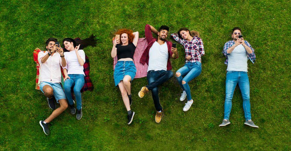 Ilu użytkowników korzysta z sieci i social media w 2019 roku?
