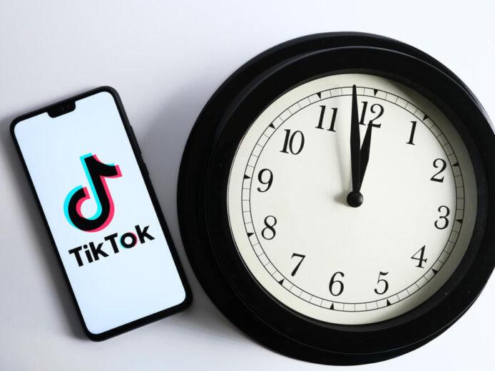 Dłuższe filmy na TikToku mają się coraz lepiej. Ich średni czas wynosi 2,24 minuty