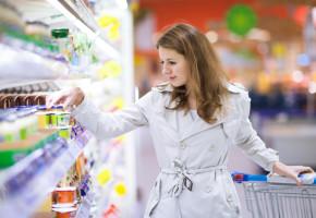 Sprawdzamy, ile pieniędzy sklepy wielkopowierzchniowe wydają na posty sponsorowane na Facebooku